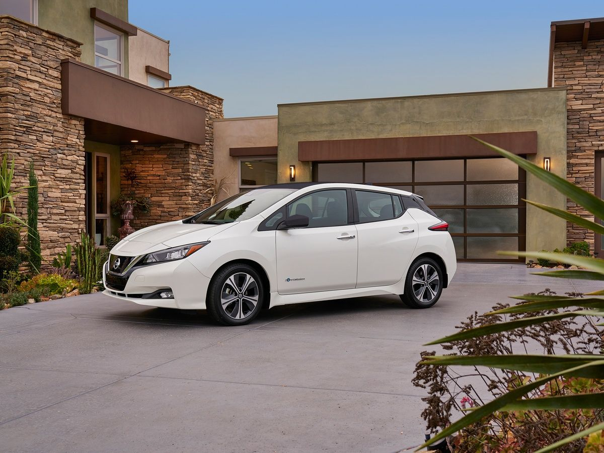 2018 Nissan Leaf Much Anticipated Redesign Bows Nissan Leaf Nissan Leaf Electric Cars Electric Cars