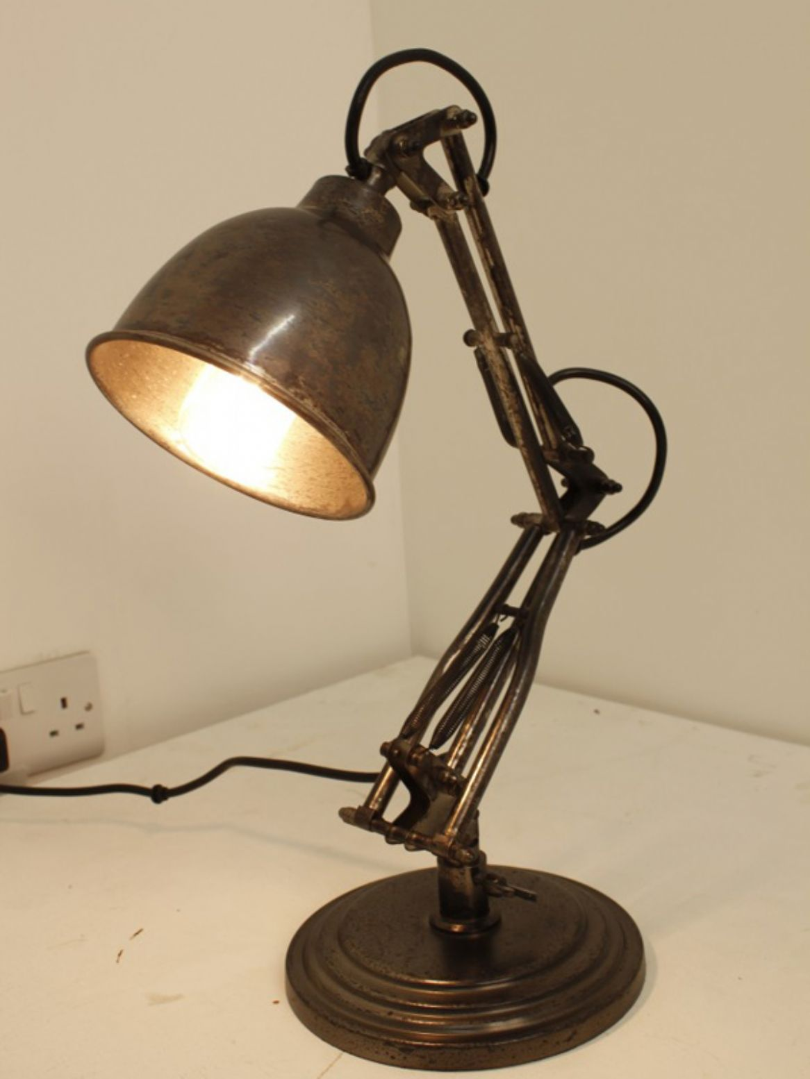 Merveilleux Industrial Table Lamp