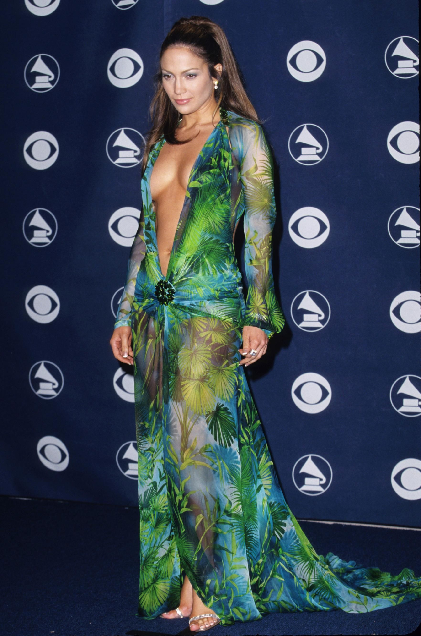 The Sexiest Dresses Of All Time Grammy Outfits Lopez Dress Grammy Fashion [ 2660 x 1763 Pixel ]