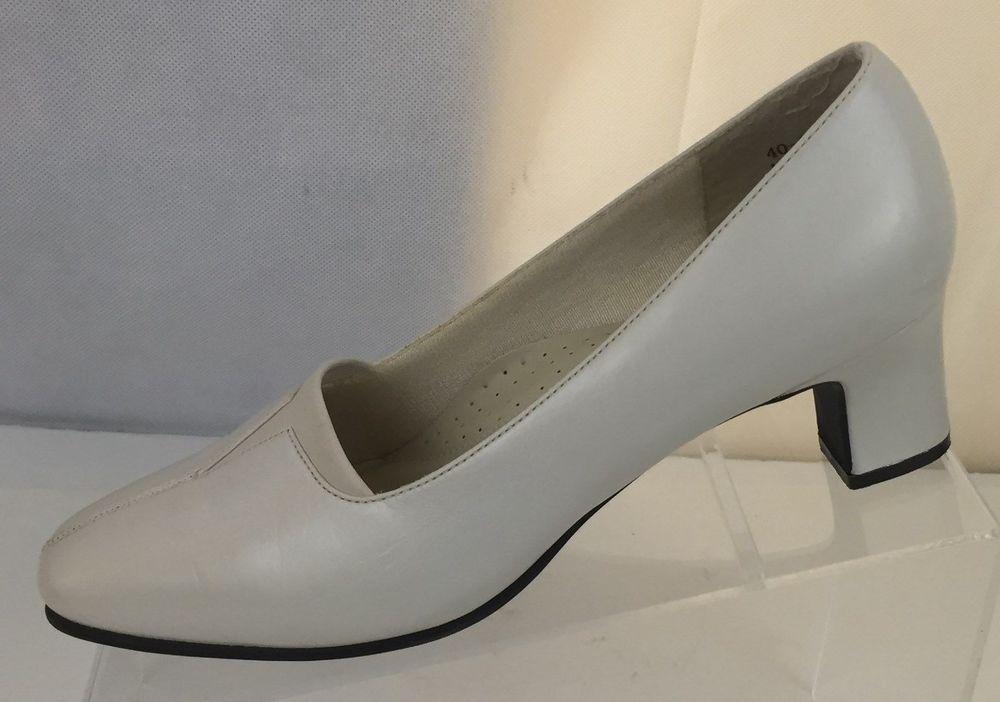 f45f714456 Easy Street Fabulous Women s Slip On Dress Shoes 2 Inch Heels White Size 7 M
