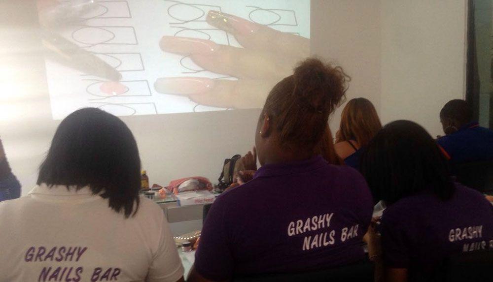 Grashy Nails Bar Capacita Personal En Afamada Escuela De Unas