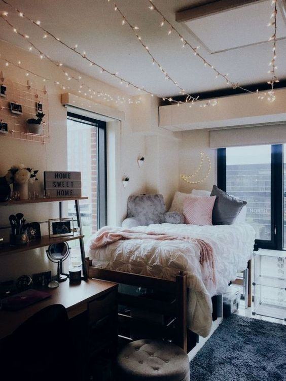 A must copy form room. I'm totally copying this freshman dorm room theme! #college #dorm