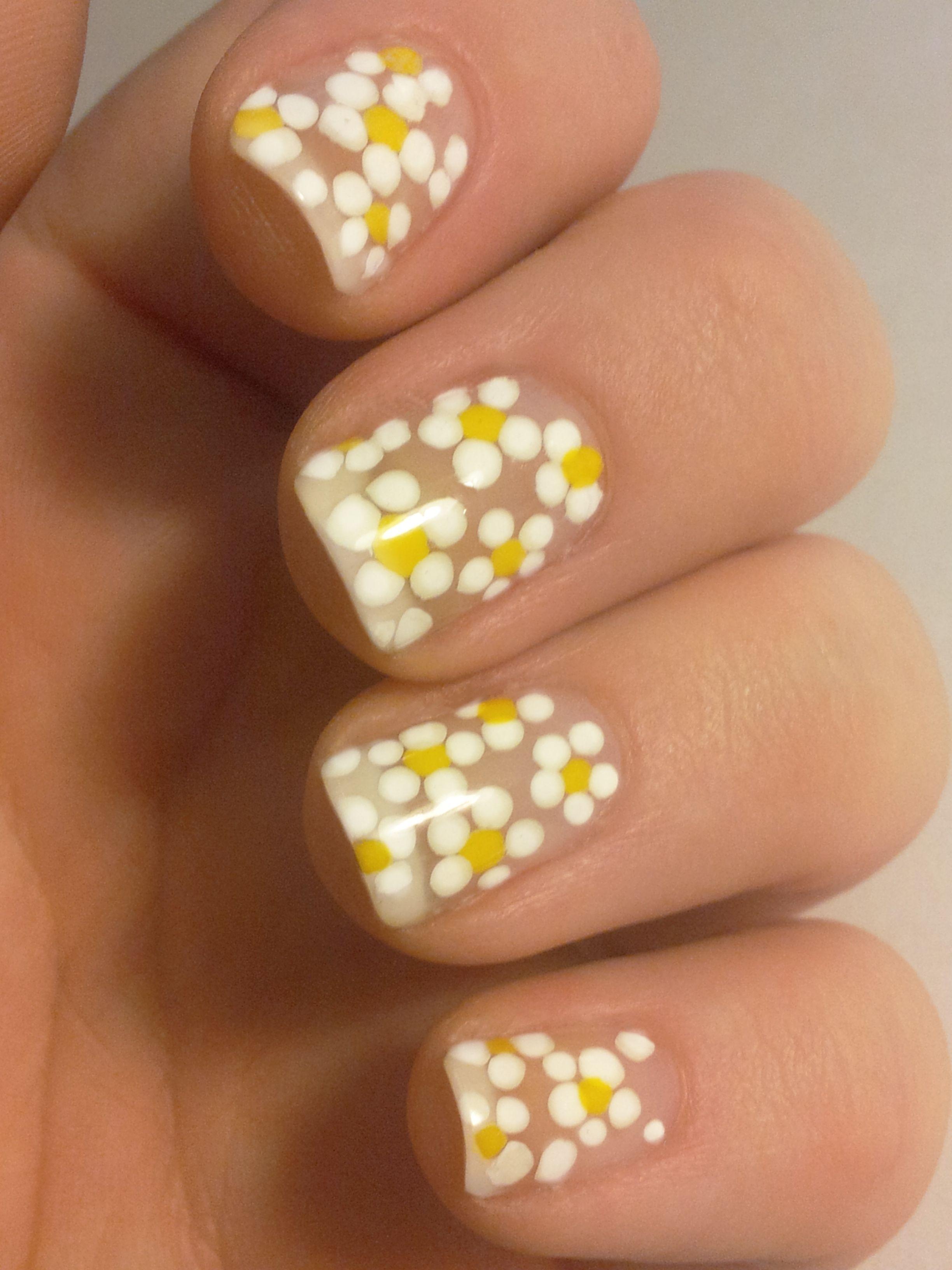 Daisies on natural nails | Nails | Pinterest | Natural nails and Art ...