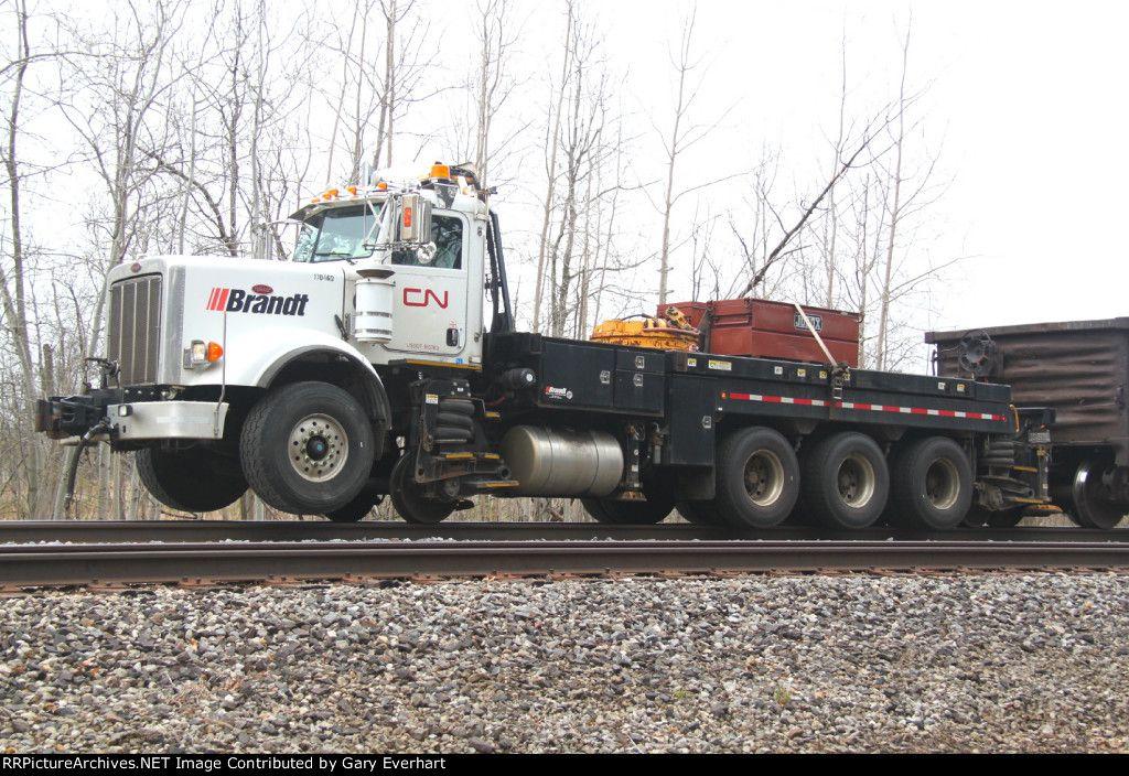 Cn 170460 2010 Peterbilt Brandt Car Mover Apr 28 2014 Car Movers Canadian National Railway Trucks