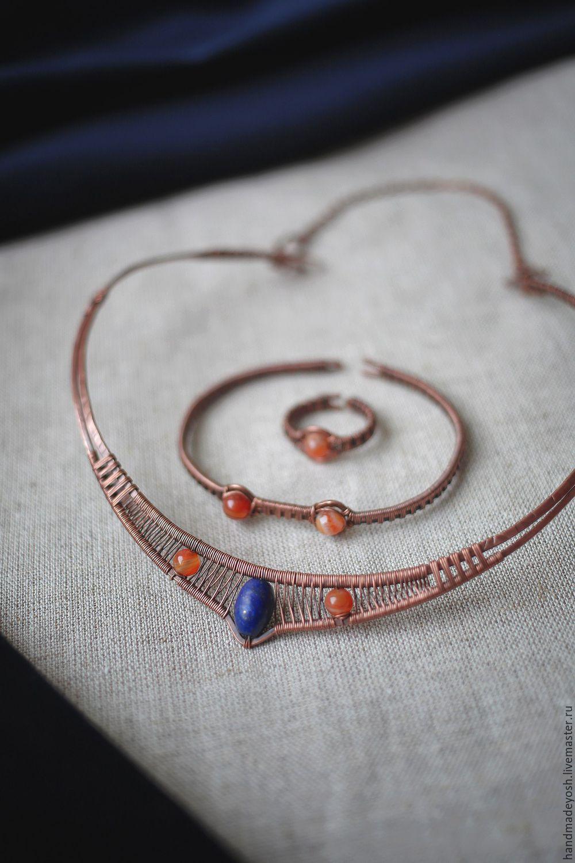 Купить Колье-обруч с сардониксом и лазуритом - комбинированный, оранжевый, синий, египетский стиль, востоные мотивы