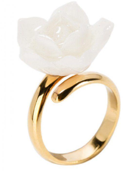 White flower by Nach Bijoux