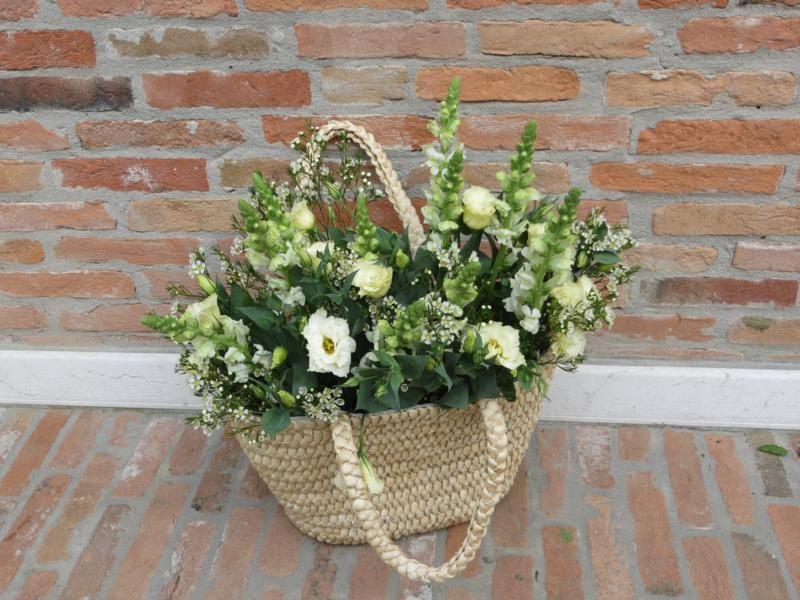 per rendere un angolo  fiorito in una giornata di festa... www.anaphalis.it