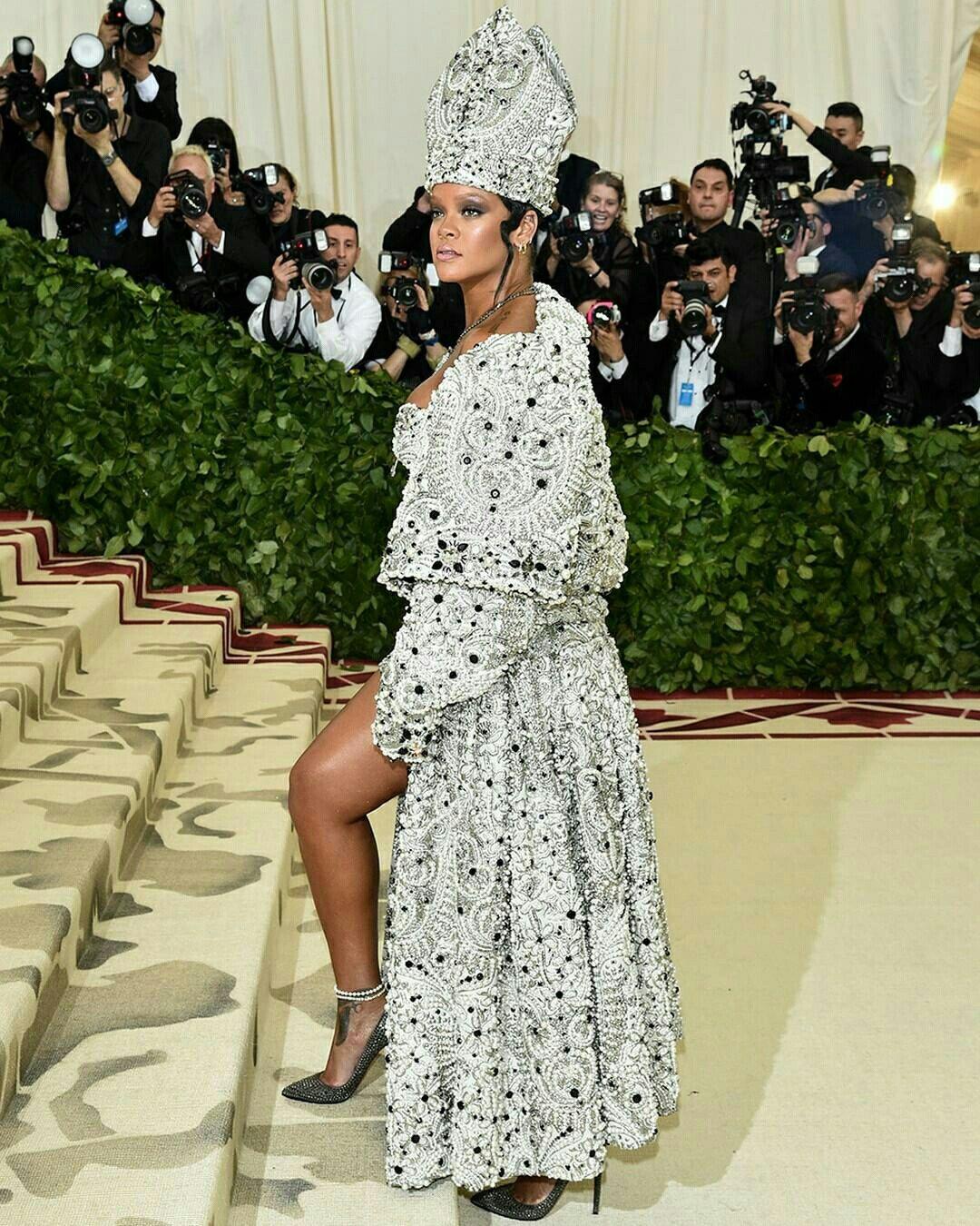 Rihanna   Fashion, Met gala, Dresses