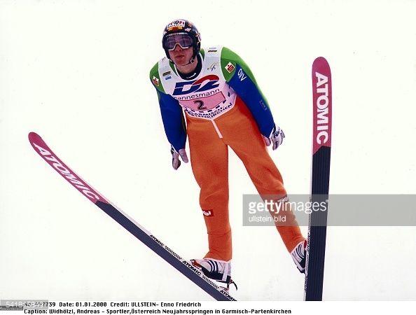 Sportler Skispringen ÖsterreichVierschanzentournee Neujahrsspringen in GarmischPartenkirchen in Aktion im Sprung