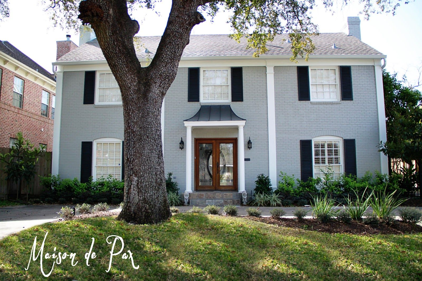 Ellie Gray By Sherwin Williams With Extra White And True Black Details Exterior Pain Colors
