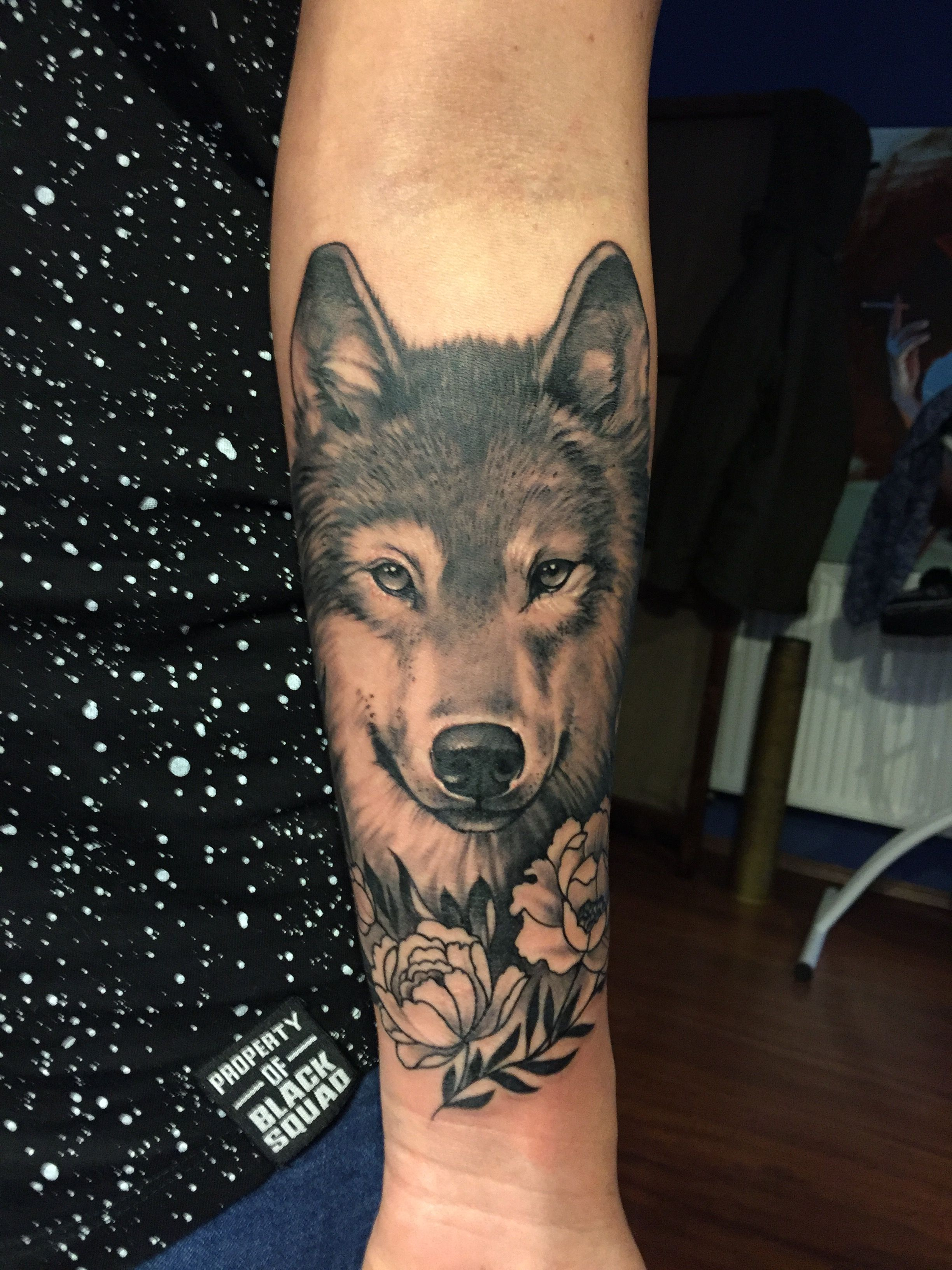 Realistic Wolf And Peony Tattoo On A Woman Lower Arm Beautiful Wolf Tattoo Sleeve Wolf Tattoos Peonies Tattoo