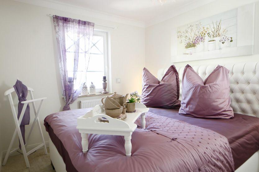 furnishing by massivum schlafzimmer einrichtungsideen. Black Bedroom Furniture Sets. Home Design Ideas