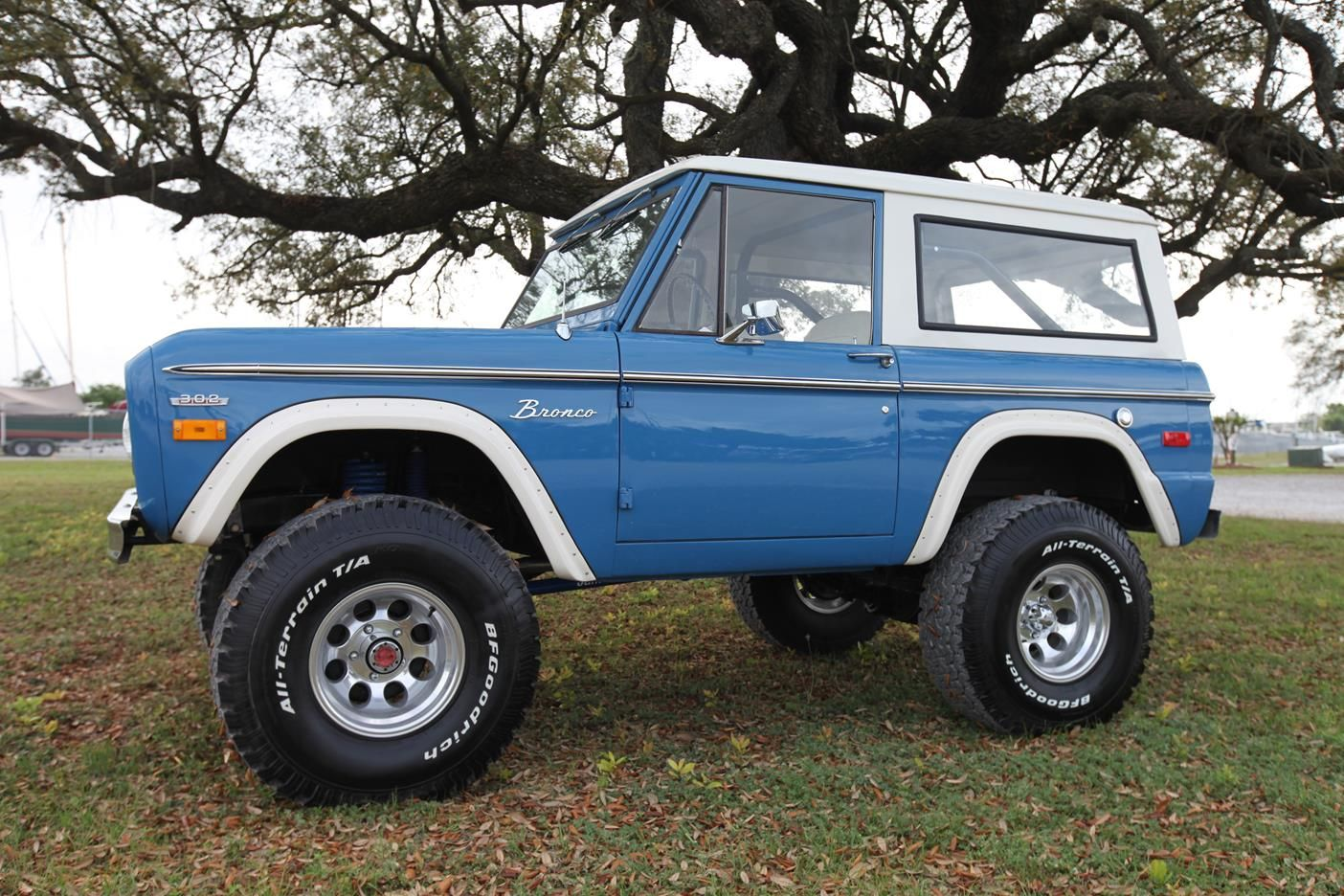 Early Classic Ford Bronco 351 Windsor Bahama Blue Built By