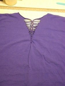 How To restyle an oversized T-shirt… Includes two great tricks for cutting a row of slits and using a crochet hook to snug them up with a braid detail. Shown: progressively narrower slits at the neckline; also demonstrated, a band of short vertical slits make a snugged braid at the hip. from DesignsByStudioC