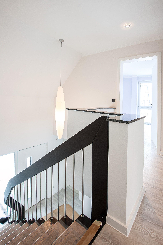 treppenhaus renovieren neu gestalten tapezieren von glattvlies und anstrich im r. Black Bedroom Furniture Sets. Home Design Ideas