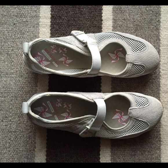 MerrellCute! Sneakers or casual shoes! Comfy! These are near new! Light gray in color. The tag says Lorelei Emme Ash ( for style and color). Merrell's are known for quality!!! Merrell Shoes Sneakers
