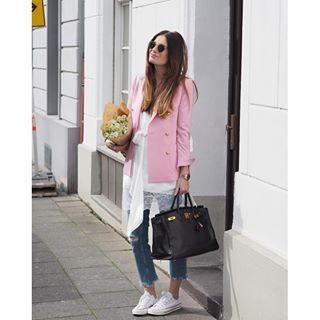 Boutique Belgique, rose, blazer, flowers, happy, blue jeans, white, classy, style, sunnies