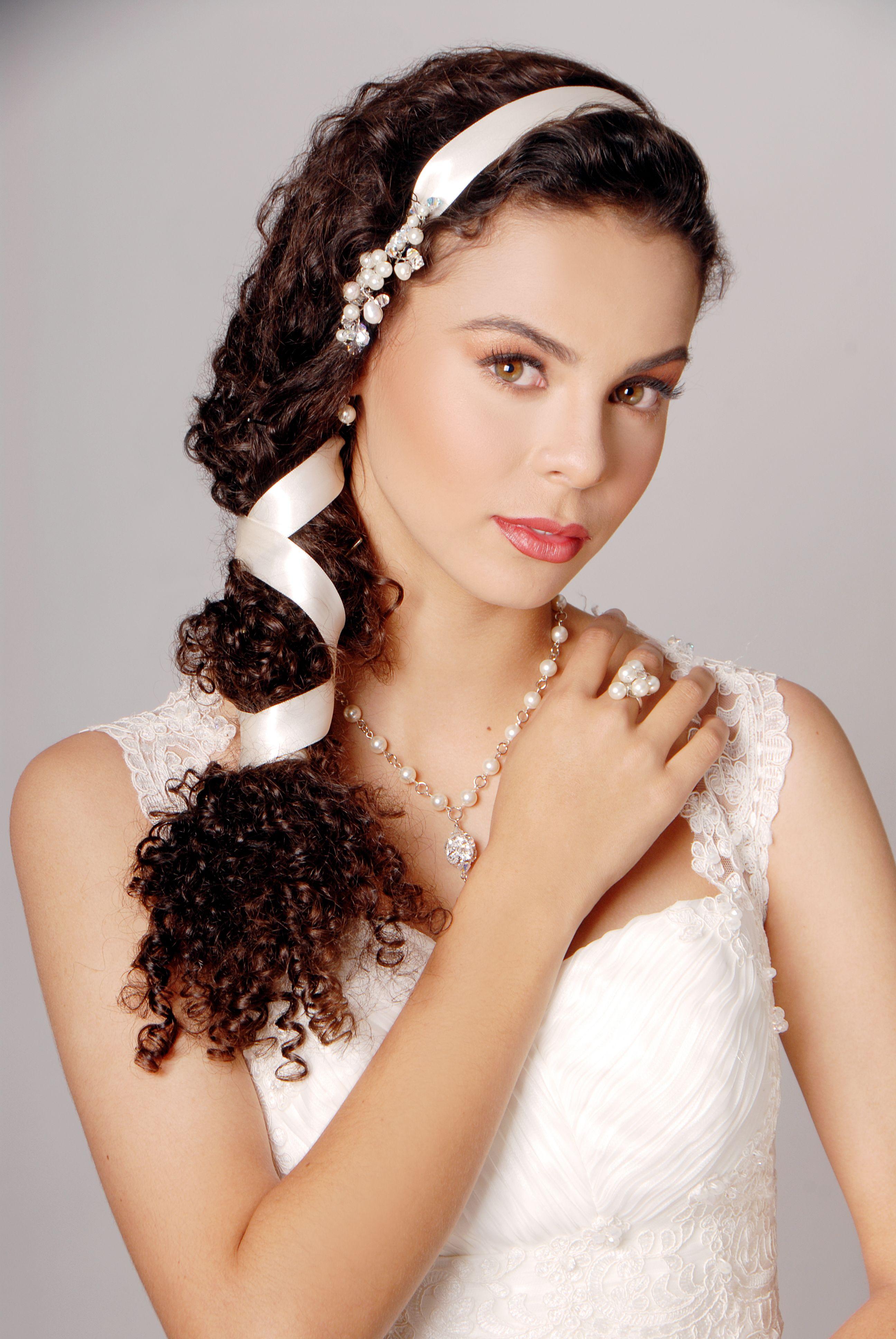 Peineta collar aretes y anillo de perlas de Swarovski elements de mi colecci³n