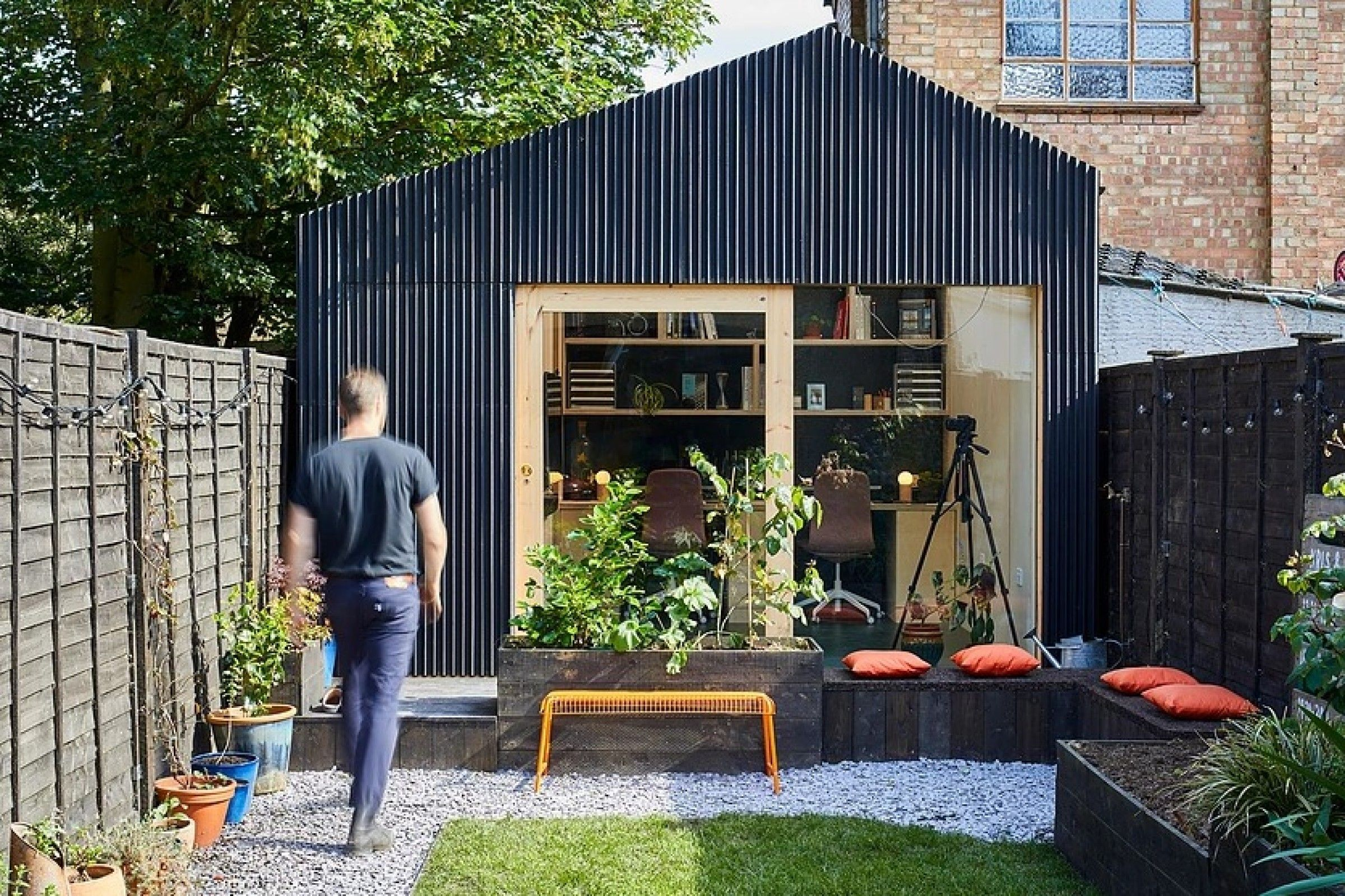 UK architect builds backyard studio for under $15,500 ...