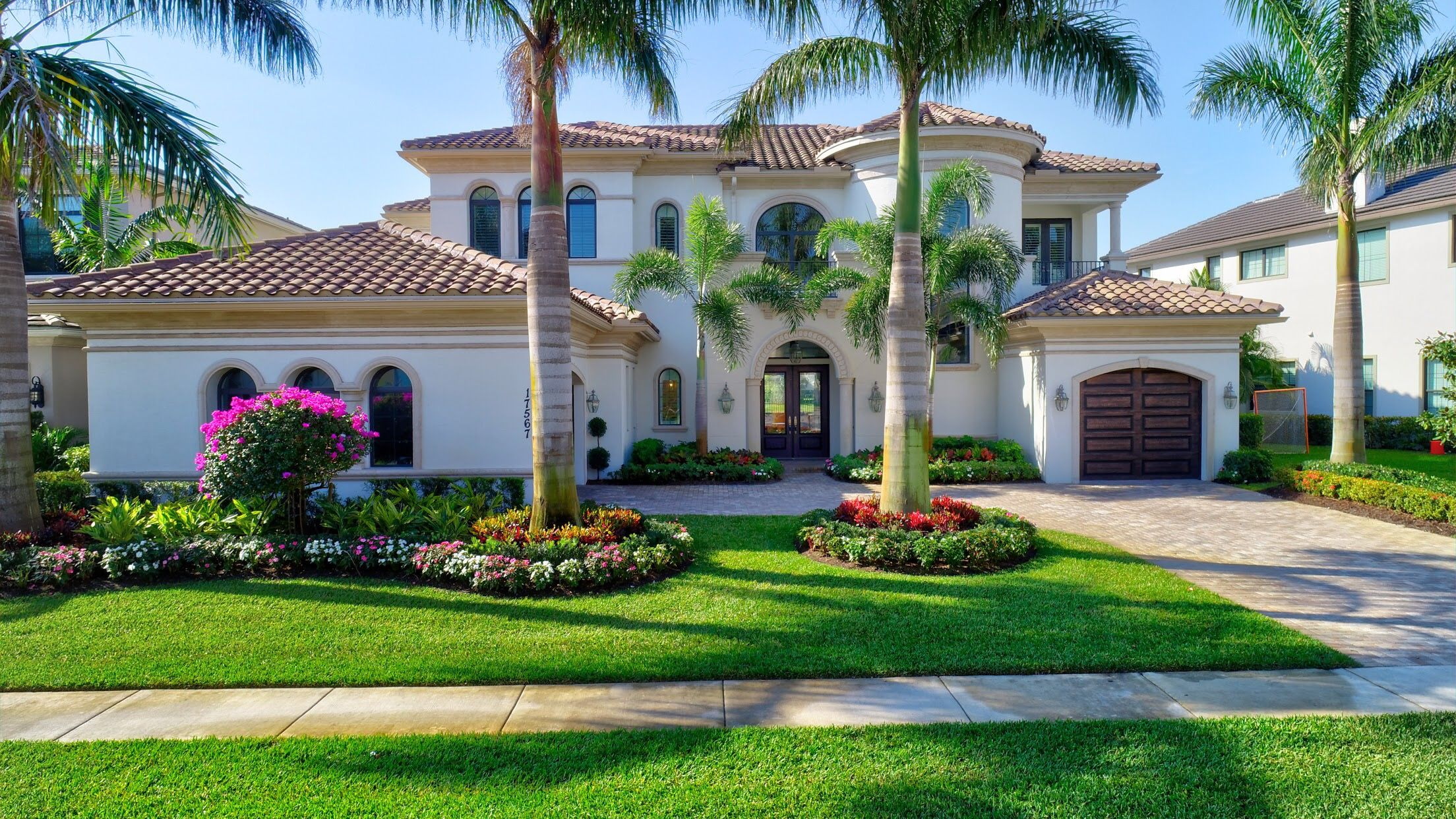 Pin By The Brilliant Team Nikki Klein On Exterior Home Design Front Yard Landscaping Design Luxury Landscaping Front Yard Landscaping
