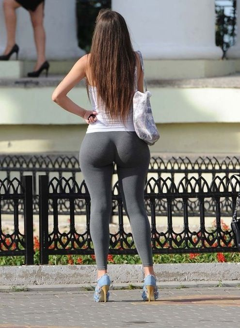 Big butts in yoga pants