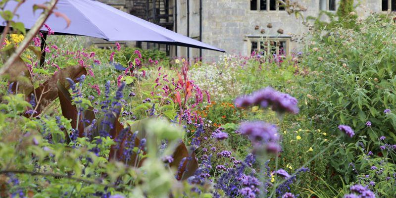 BLOMSTRING SOM RUMDELER - Deviding the garden-room with flowers