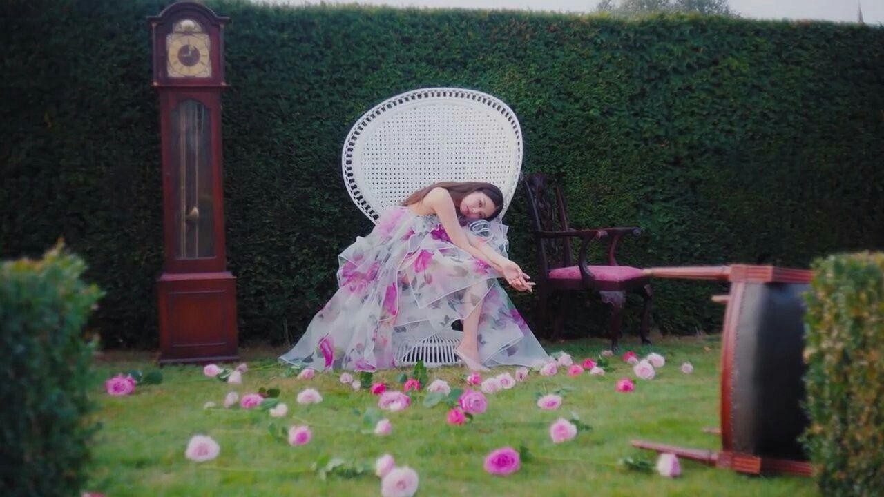 Jennie solo mv blackpink blackpink jennie roses are
