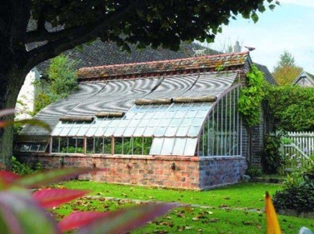 Serres l 39 ancienne de la po sie au jardin elle d coration - Baraque de jardin ...