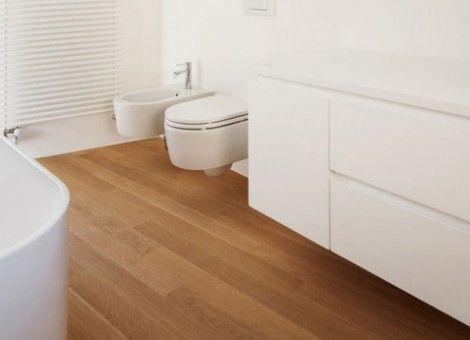 Een houten vloer in de badkamer - Badkamer, Roze badkamers en Badkamers