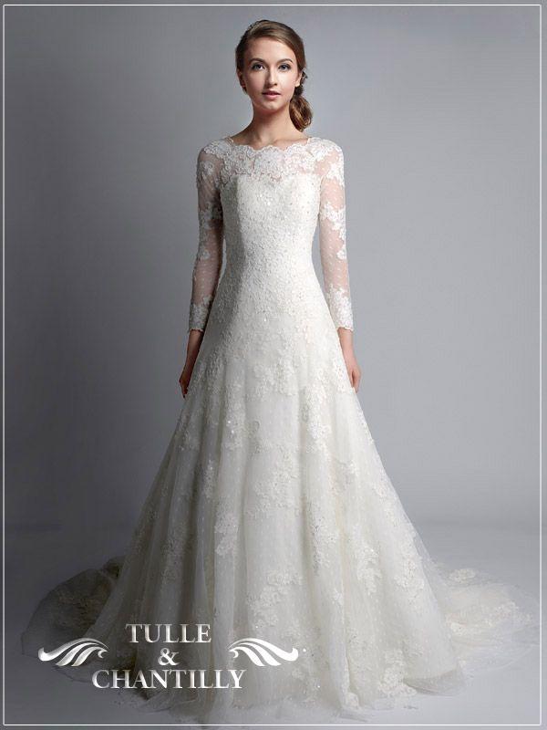 Hot Christmas Winter Wedding Color Palette Ideas | Neckline, Wedding ...
