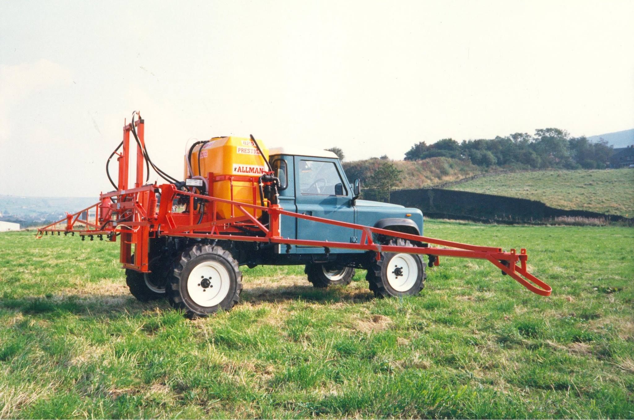 Land Rover 90 Circa Late 1980s Early 90s Is Fitted With An Allman Prestige 825 Sprayer With 18m Booms Is This One Of The Ag Ro Land Rover Land Rover Defender