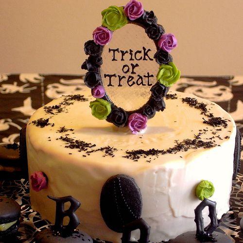 Gothic Halloween Cake and Macarons 7 Gothic halloween, Halloween
