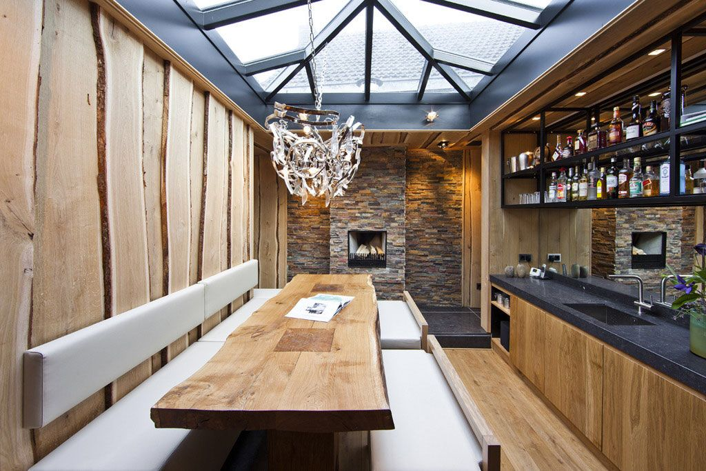 Imagem de http://dreday.com/wp-content/uploads/2014/09/Dining-Room-Bench-Design-Ideas-modern-rustic-dining-room-decoration-ideas-with-wood-dining-table-plus-white-leather-bench-seat-crystal-pendant-lamp-and-wooden-kitchen-island-with-marble-on-top-plus-sinks-faucet-and-shelves.jpg.