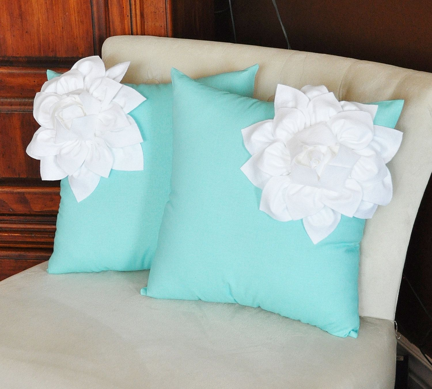 Cojines Decorativos Azules Two Decorative Pillows White Corner Dahlia On Aqua Blue
