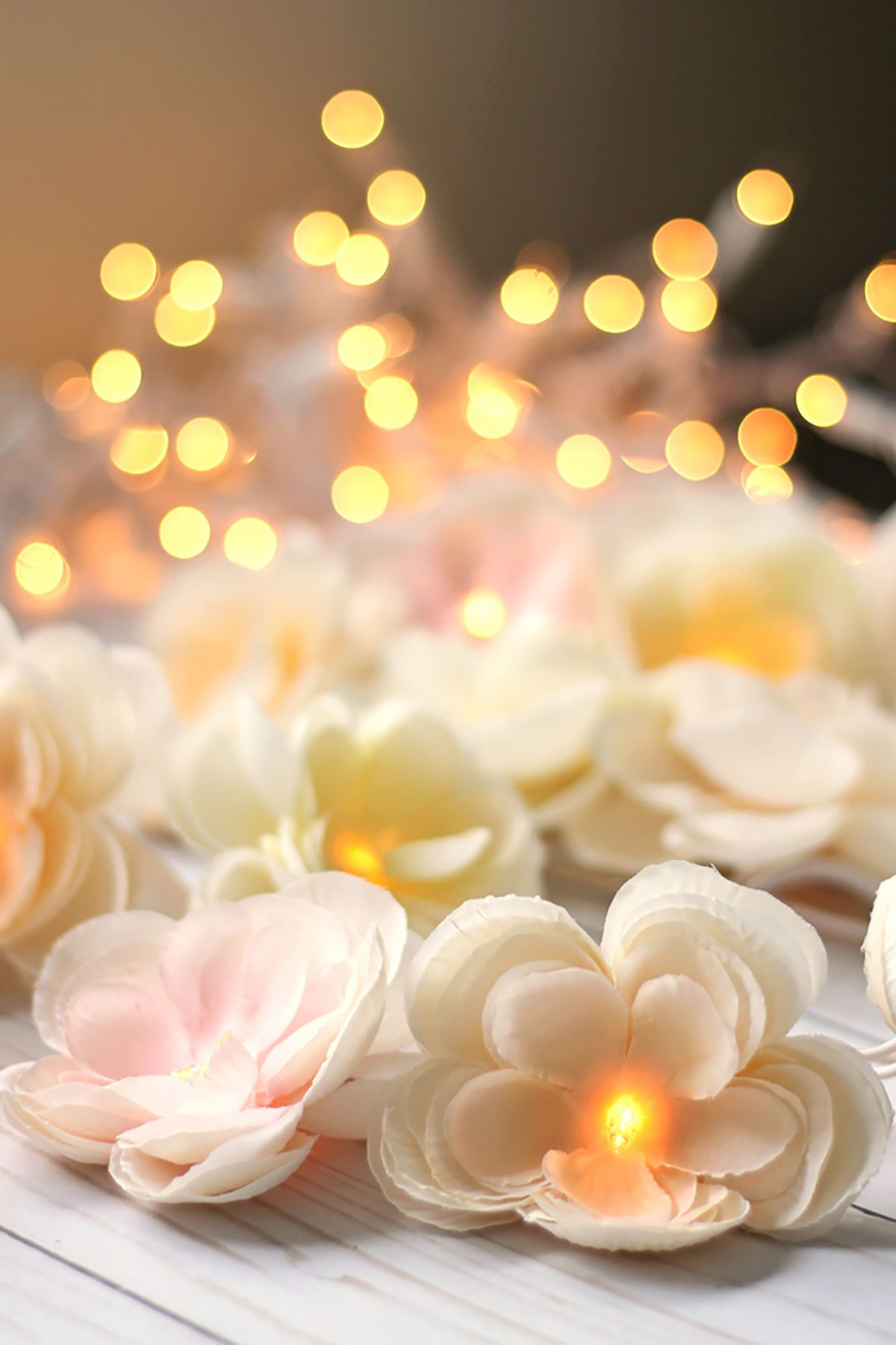 How dreamy is this silk flower garland