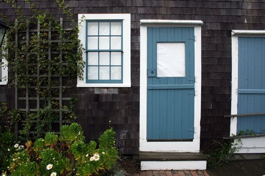 I totally want to paint my house a dark color like this... With white trim and a sweet shade of blue on the doors and gutters. Yeeeeeeeessssss.