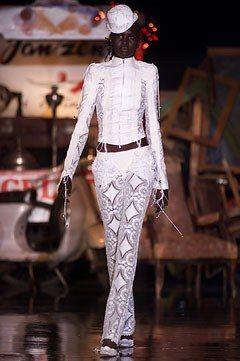 Antonio Berardi Spring 2002 Ready-to-Wear Fashion Show - Alek Wek, Antonio Berardi