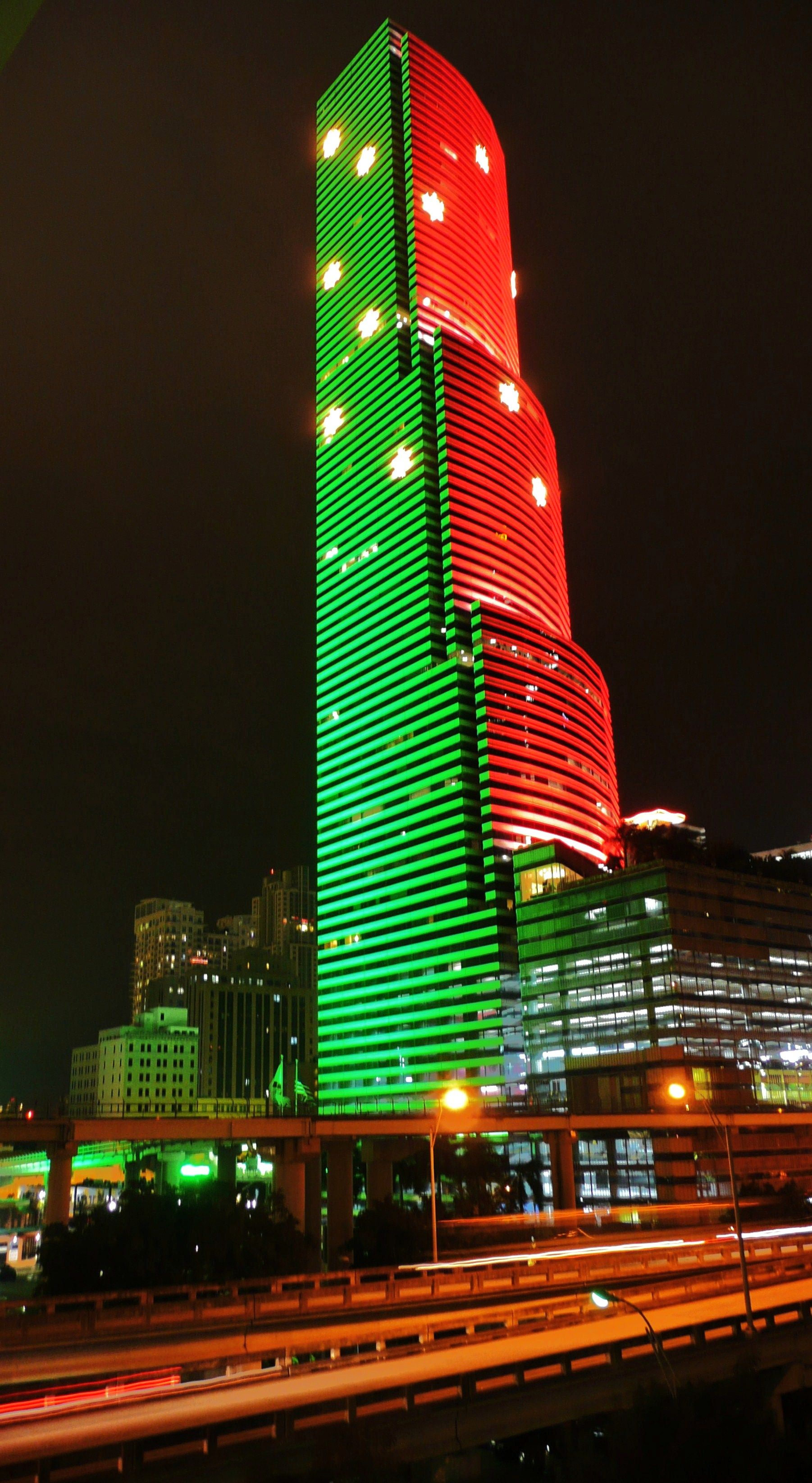 Miami Tower Lit Up For The Christmas Holidays Downtown Miami Florida Christmas In America Miami Tower Miami Travel Guide