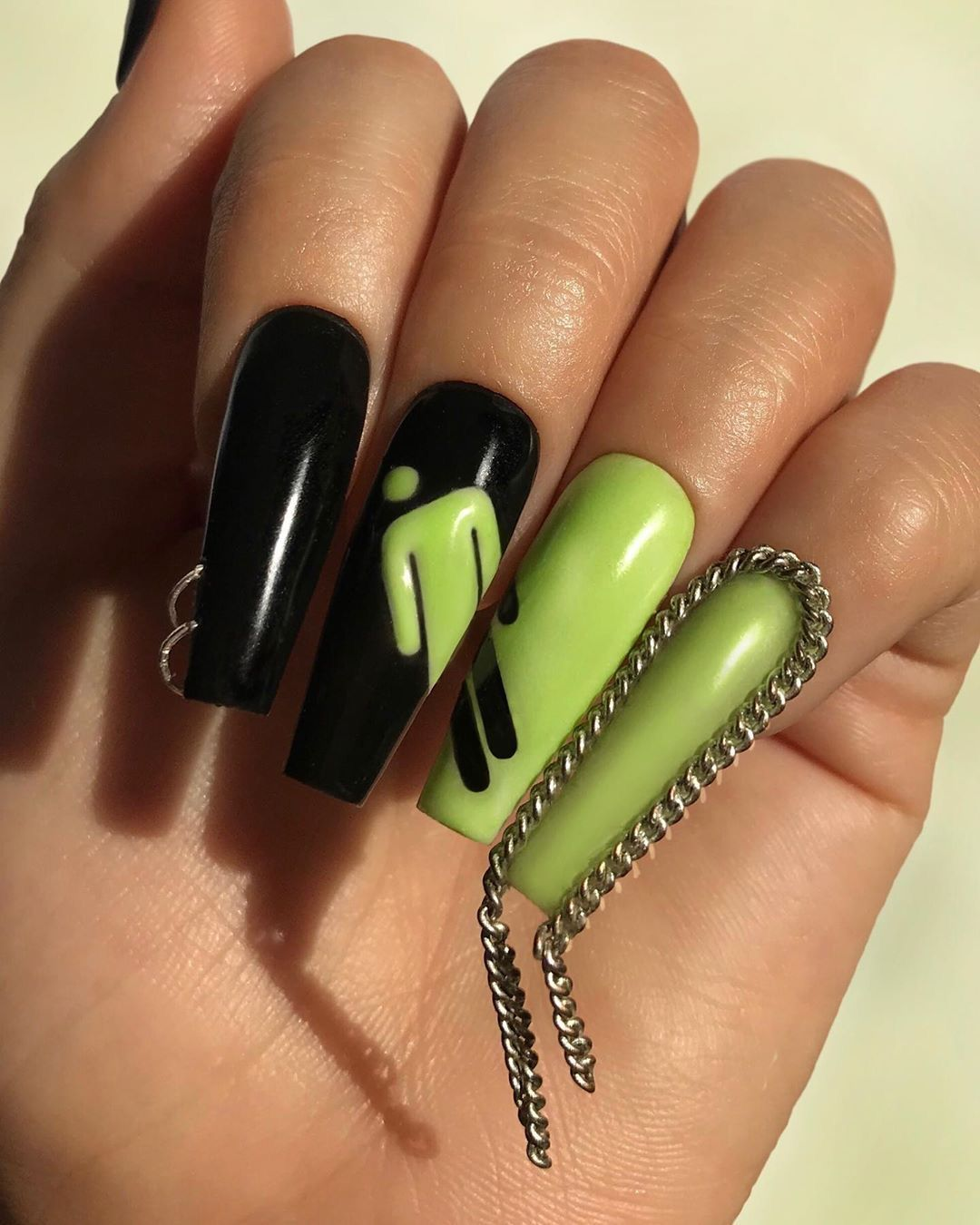 Billie Eilish In 2020 Edgy Nails Concert Nails Grunge Nails