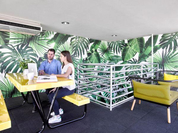 Colorful Office Renovation By Ghislaine Vinas Diseno De Interiores Decoracion De Unas Decoracion Tropical