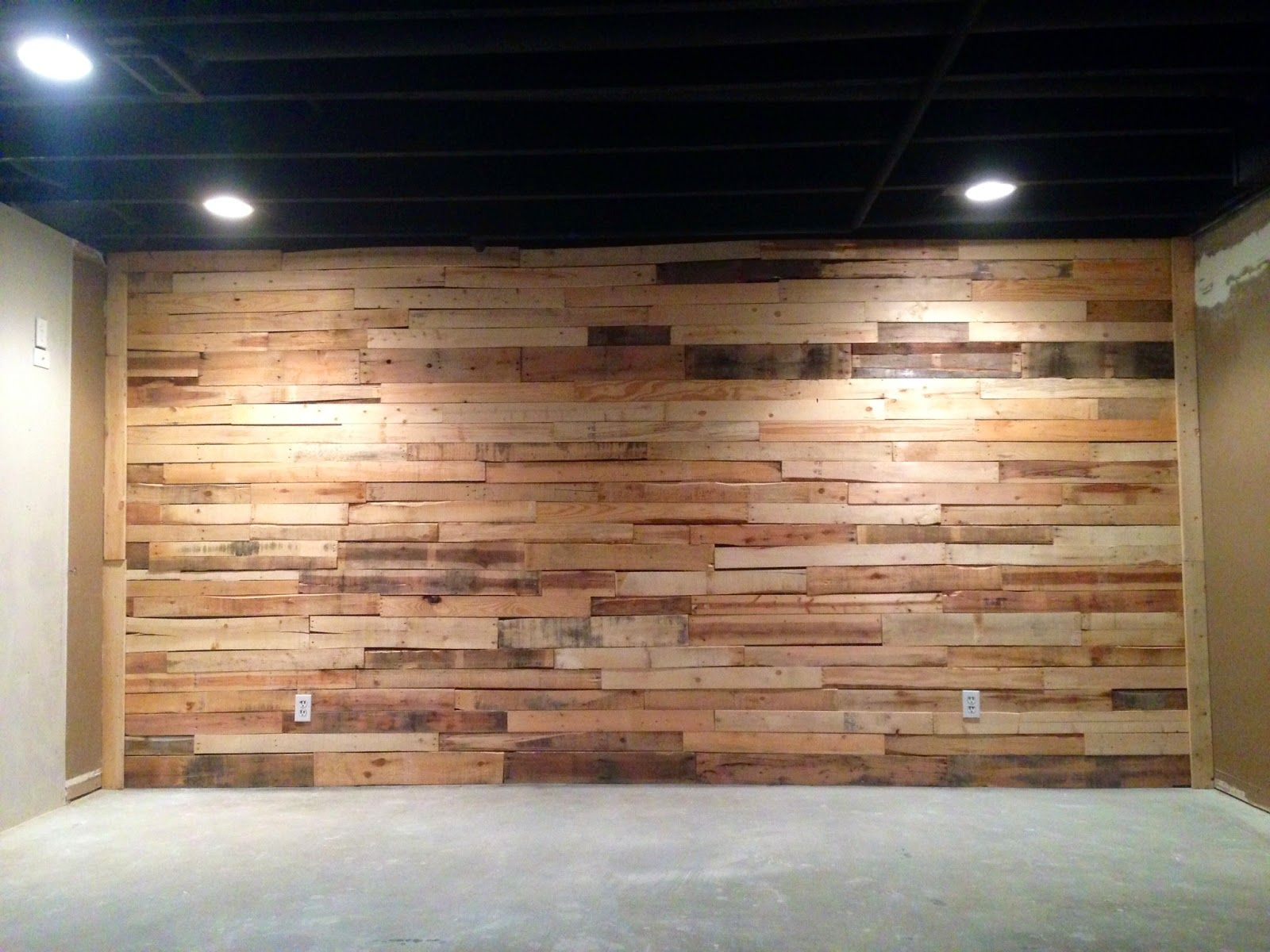 Do It Yourself By YouTube and Gabe Pallet wall, Room