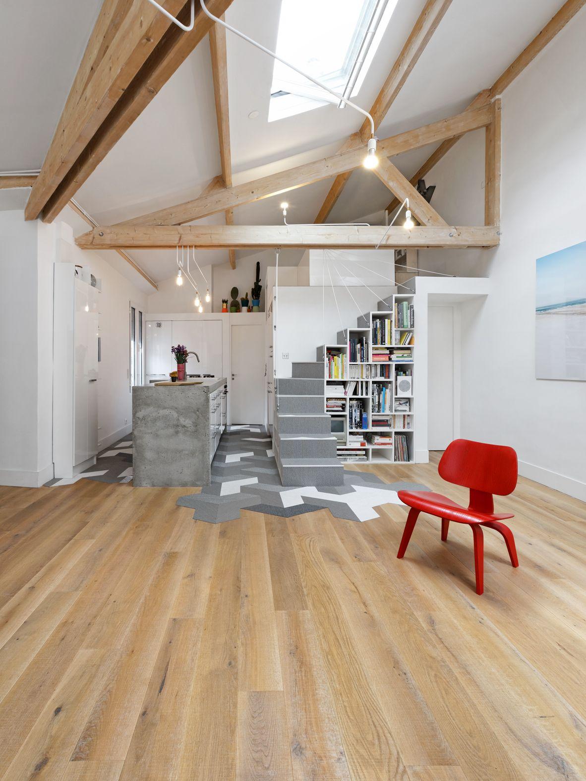 Chrystel C. - Rencontre un Archi  Prenez rendez-vous avec un Archi pour 50€  Architecture - construction - architecte - combles - parquet carrelage - chaise vitra jean prouvé rouge poutres apparentes- mezzanine- béton ciré - loft
