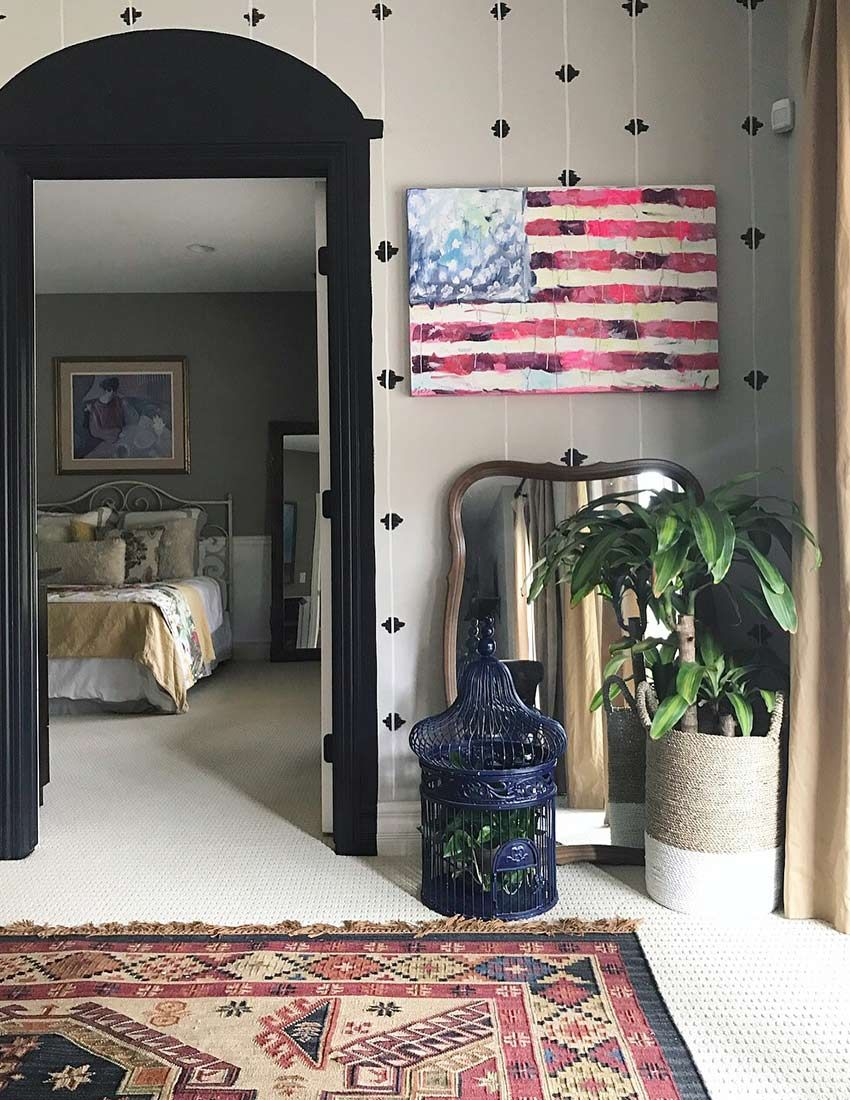 Handpainted walls and artwork enriches a midwestern familyus home