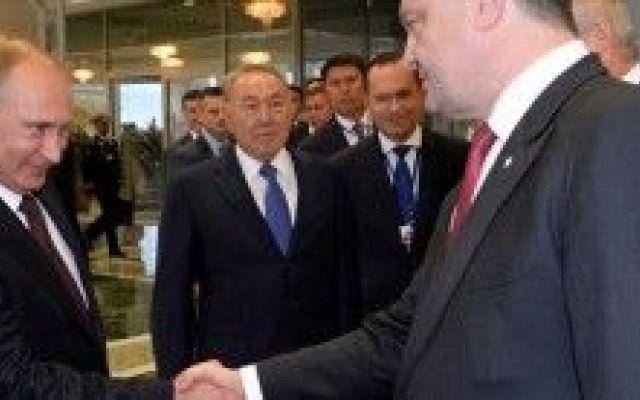 Primo colloquio tra Putin e Poroshenko (video) #putin #poroshenko #colloquio #meeting