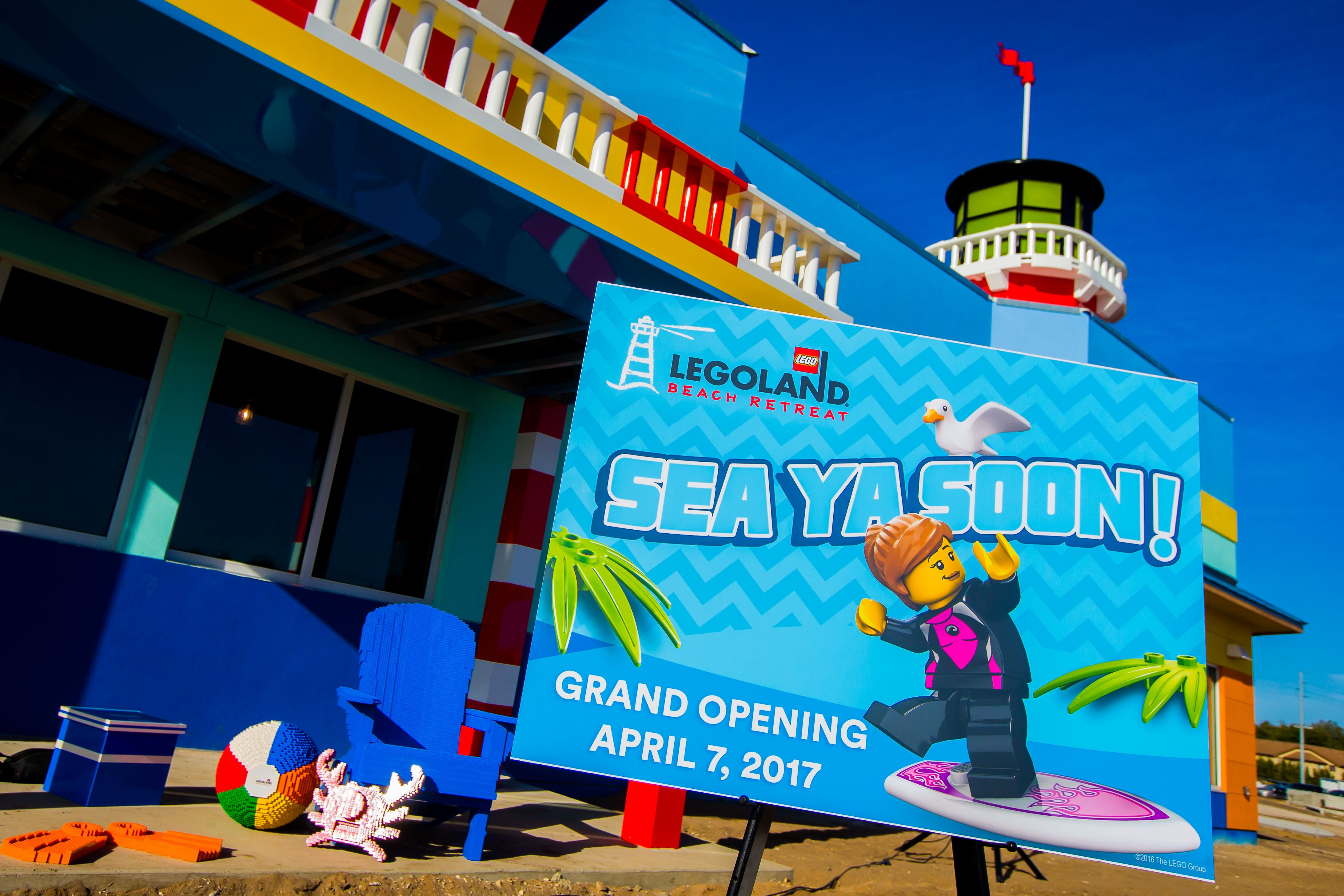 JUST ANNOUNCED: Build the perfect vacation at LEGOLAND® Beach Retreat, opening April 7, 2017!