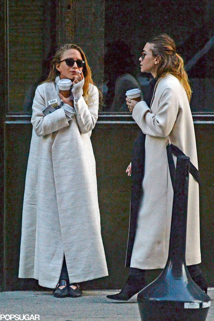 Mary Kate Olsen Shows Off Her Wedding Ring During A Smoke Break With Ashley Olsen Twins Style Mary Kate Olsen Style Ashley Olsen Style