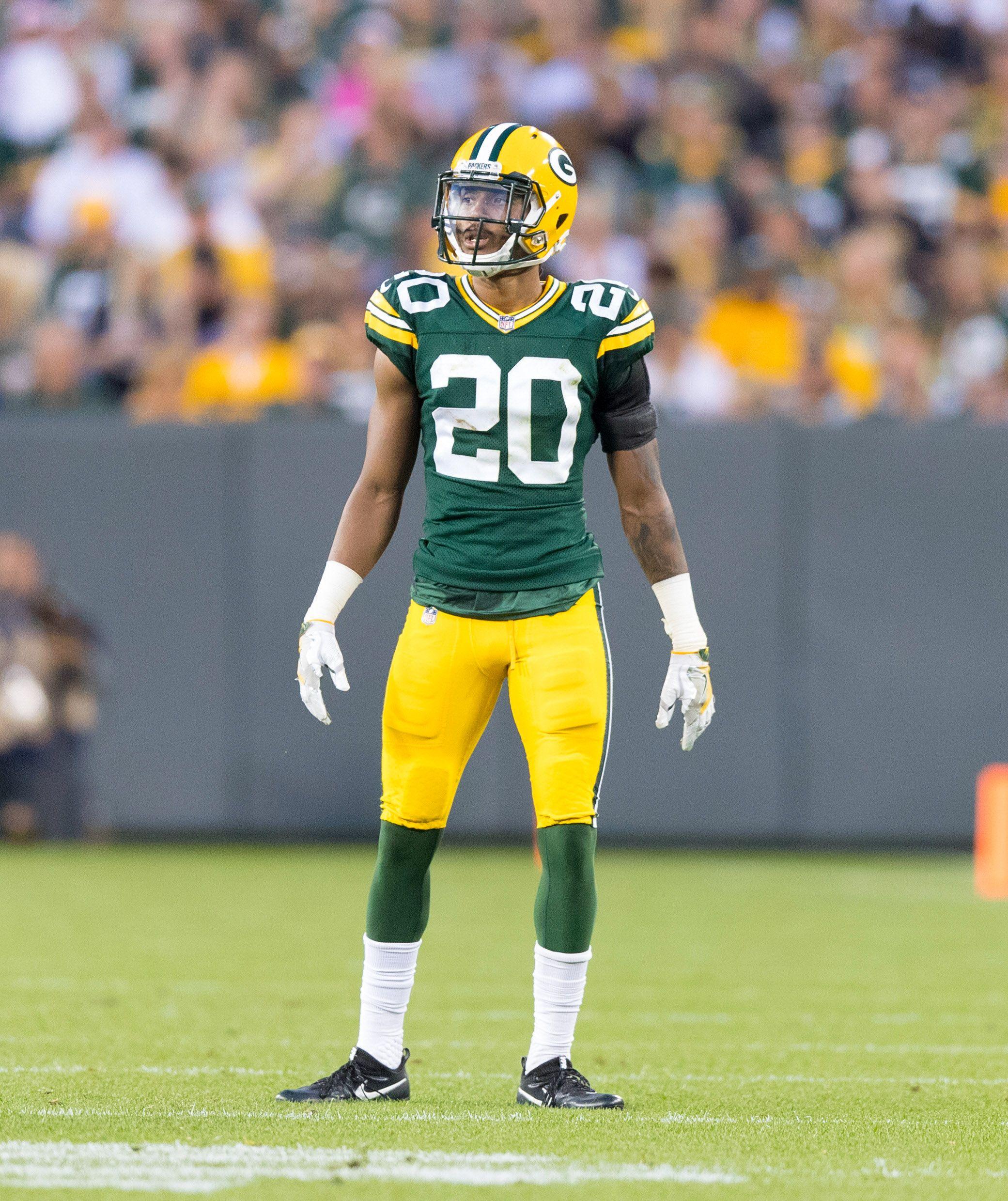 Packers Aaron Jones Becomes Aaron Rodgers Favorite Target In Win Green Bay Packers Blog Aaron Rodgers Green Bay Packers Nfl Fans