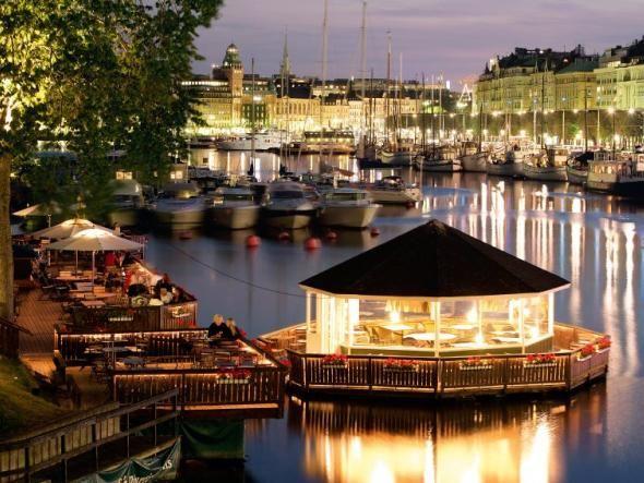 Am Wasser sind die Stockholmer in ihrem Element. Auf dem Wasser auch, wie die Zahl ihrer Boote hier zwischen Strandvägen und Blasieholmen erahnen lässt.