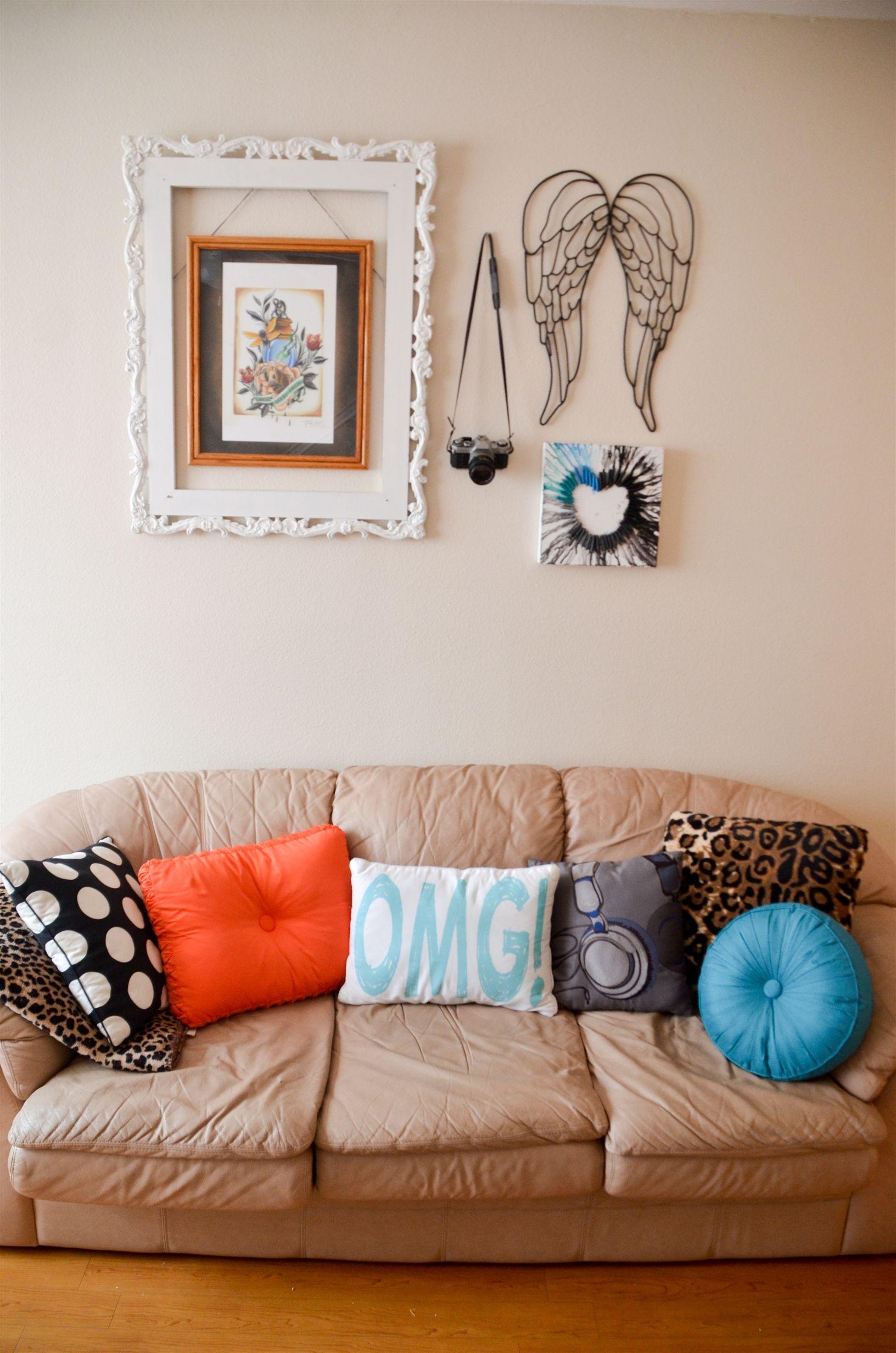 Artsy Living Room: I Love Those Angel Wings. #livingroom #decor