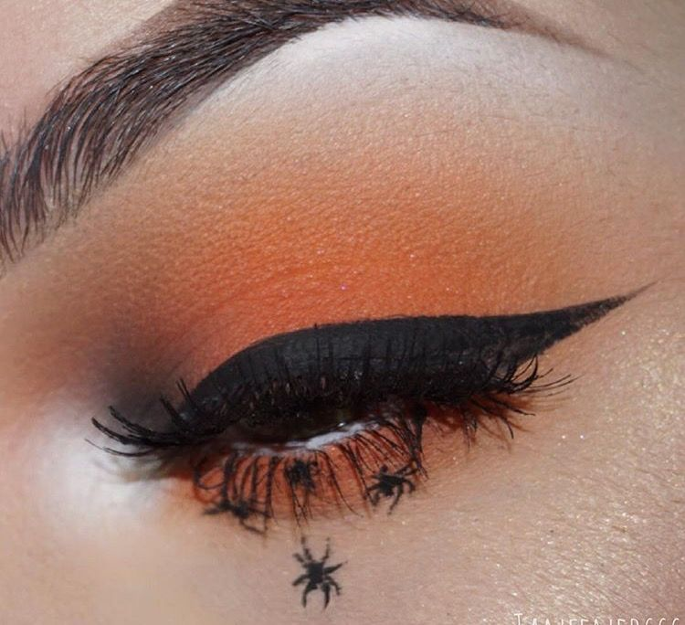 Spider Halloween makeup; eyeliner; orange eye shadow in 2019